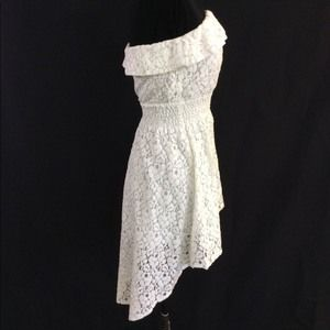 Forever 21 Small White Lace Strapless Hi l…